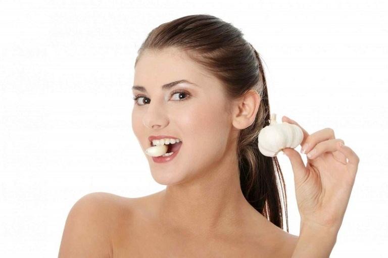 Ăn tỏi sống giúp cải thiện các triệu chứng viêm mũi dị ứng