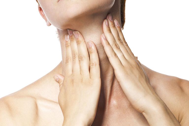 Đau họng khó nuốt bên trái có thể là biểu hiện của nhiều bệnh lý nguy hiểm