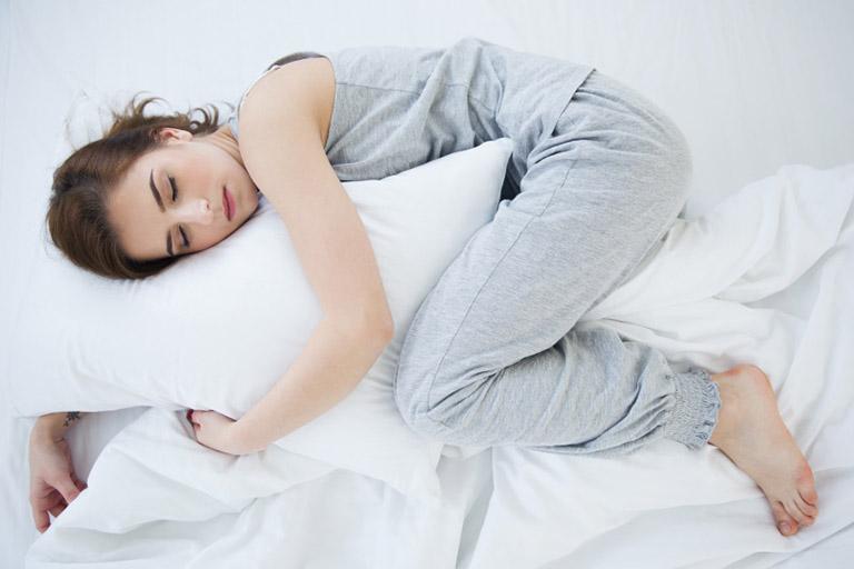 đau khớp gối khi ngủ