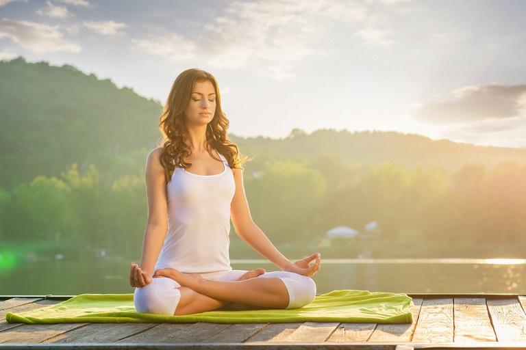 Tập yoga, ngồi thiền giúp thư giãn tâm trạng và hỗ trợ điều trị bệnh
