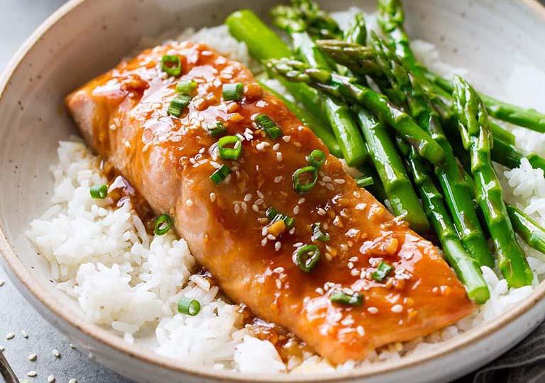 Thực phẩm giàu chất béo lành mạnh có khả năng bảo vệ ổ viêm loét và trung hòa axit dạ dày