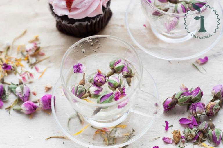 Nấu nước hoa hồng uống giúp hỗ trợ điều trị viêm hang vị dạ dày