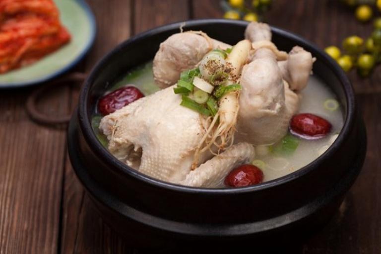 Gà hầm sâm là món ăn bổ dưỡng tốt cho sức khoẻ và hệ tiêu hoá