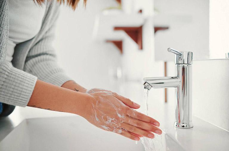 Thường xuyên rửa tay sạch sẽ là biện pháp phòng ngừa ho hiệu quả