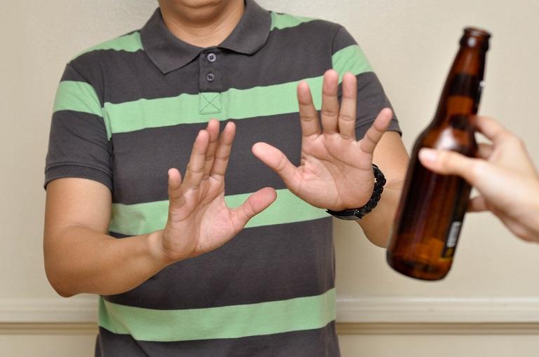 Không uống rượu bia khi bị bệnh