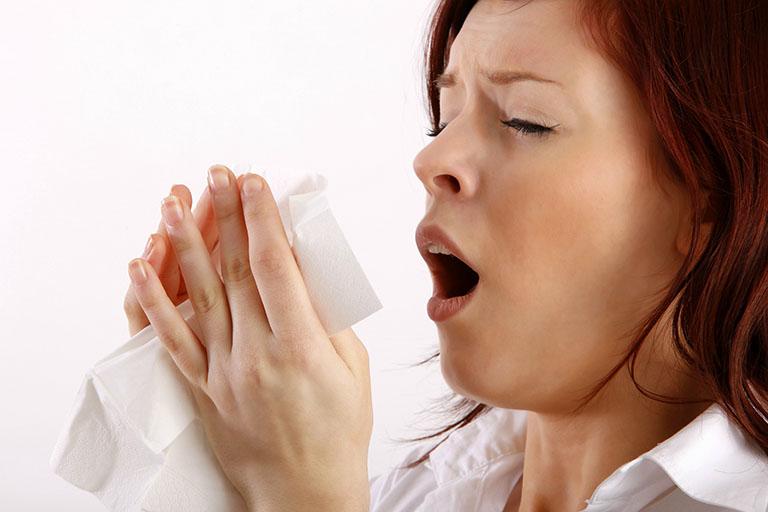 Cảm cúm, cảm lạnh có thể là nguyên nhân gây ho tức ngực khó thở