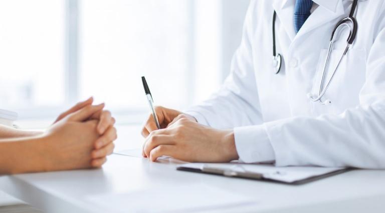 Thường xuyên thăm khám định kỳ để kiểm tra mức độ tiến triển của bệnh
