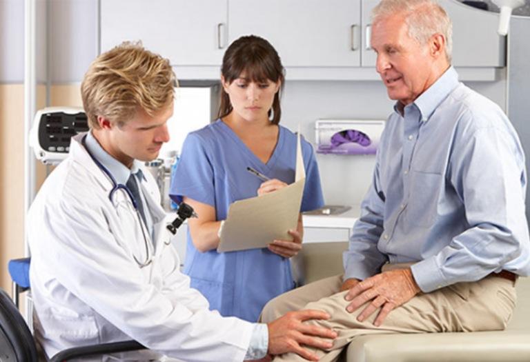 Người bệnh nên thăm khám chuyên khoa để được hướng dẫn điều trị tích cực