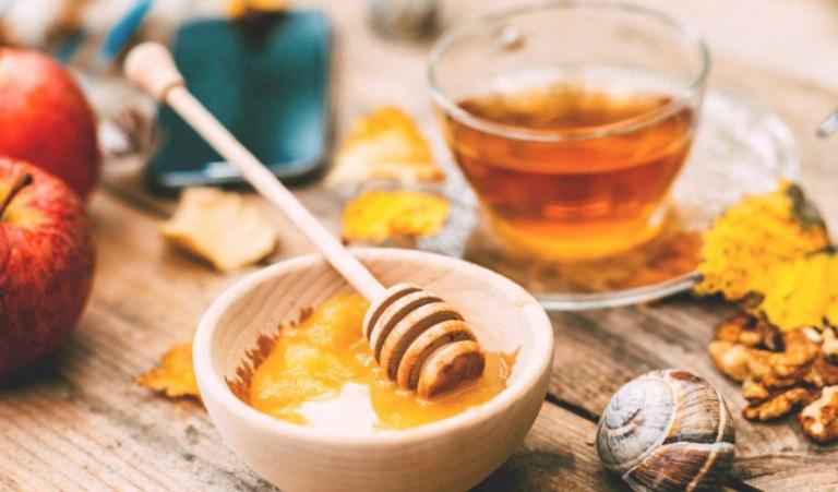 Mật ong là thực phẩm có tác dụng rất tốt đối với những người bị viêm đại tràng