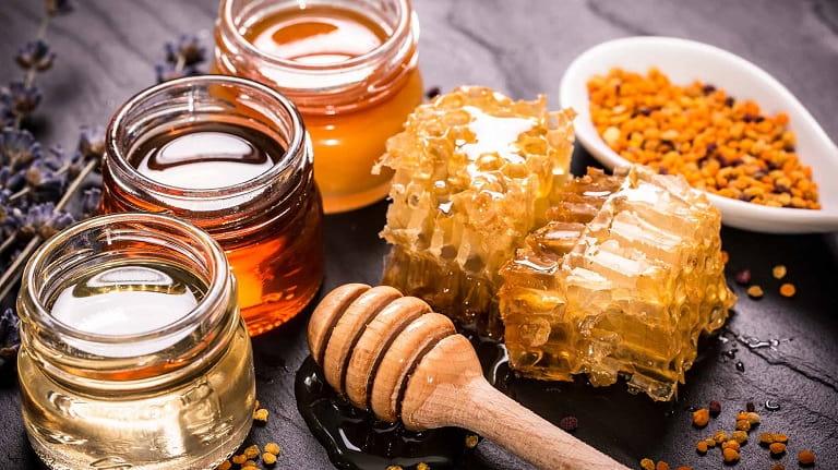 Mật ong có thể kết hợp với nhiều dược liệu khác để chữa đau họng hiệu quả