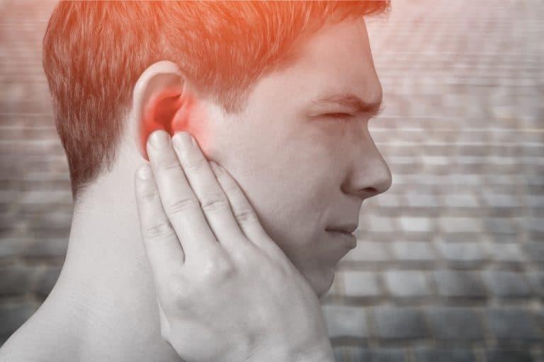 Đau tai, nghe kém là những biểu hiện cơ bản nhất của nhiễm trùng ở tai