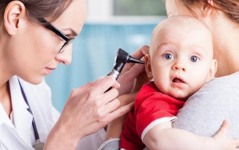 Bác sĩ có thể sử dụng phương pháp nội soi tai để xác định tình trạng nhiễm trùng