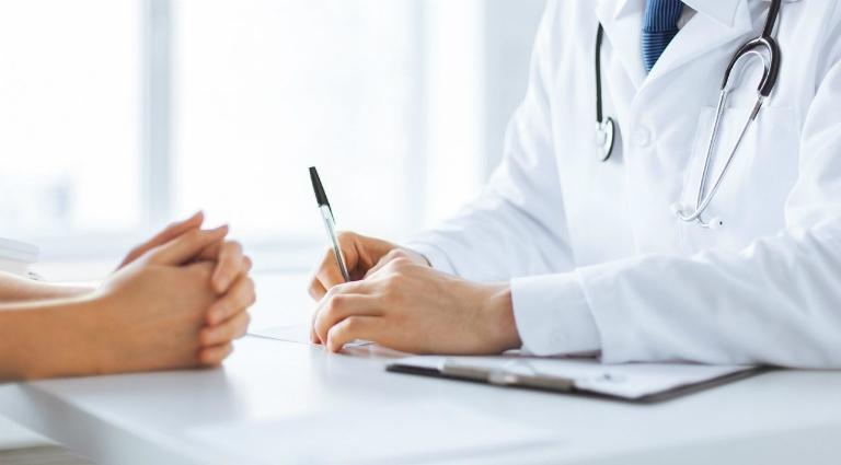 Người bệnh nên thăm khám bác sĩ để được tư vấn phương pháp điều trị phù hợp nhất