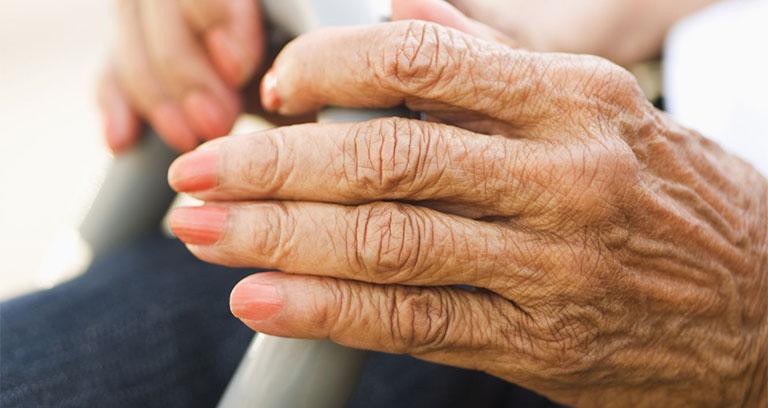 Đau khớp ngón tay giữa
