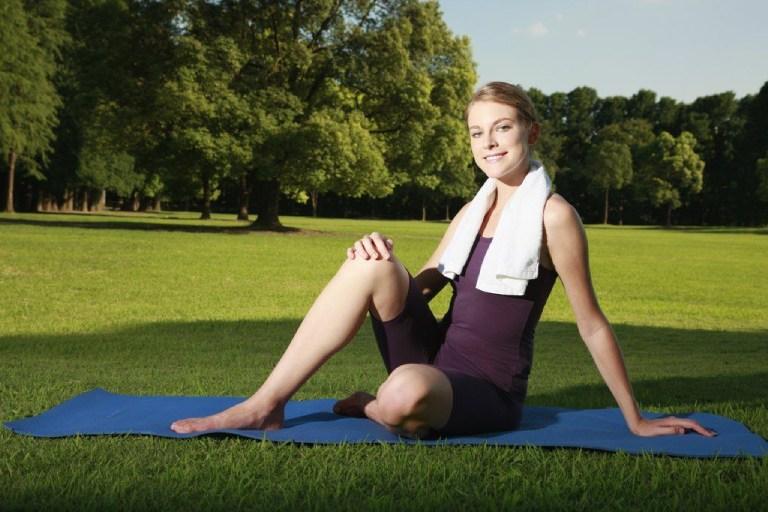 Tập yoga và tập gym có tác dụng rất tốt đối với những người bị thoái hóa khớp gối