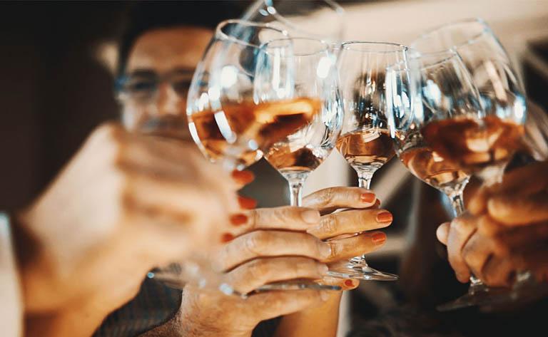 Thực phẩm chứa cồn, rượu bia và thuốc lá
