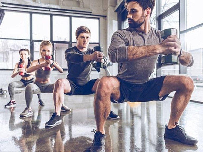 Tập gym giúp tăng cường sức mạnh của cơ bắp, từ đó giúp xương phát triển tốt hơn