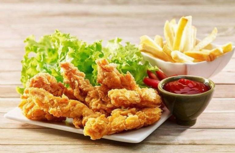Thực phẩm nhiều dầu mỡ sẽ khiến các triệu chứng của bệnh thoát vị đĩa đệm trở nên nghiêm trọng hơn