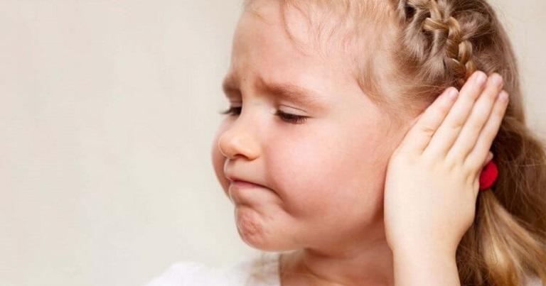 Viêm ống tai ngoài hay viêm tai giữa đều gây hiện tượng chảy mủ trong tai và có mùi