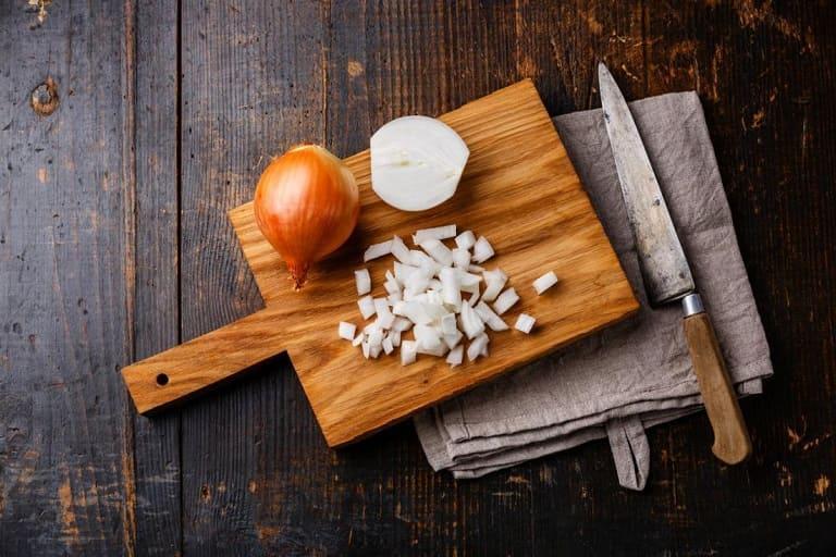 Trong hành tây có nhiều hoạt chất có tính kháng khuẩn, tiêu viêm mạnh mẽ