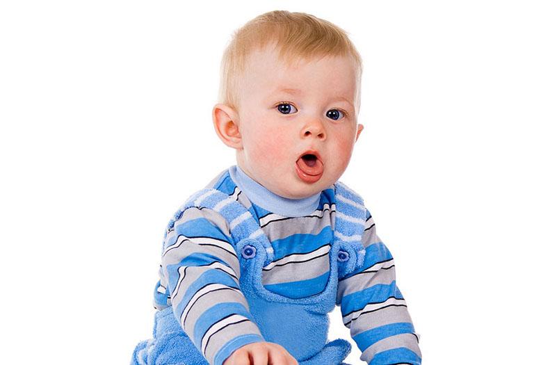 Ho và sổ mũi kéo dài có thể gây nhiều ảnh hưởng tới sức khỏe trẻ nhỏ