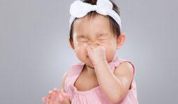 Trẻ bị ho sổ mũi phải làm sao?