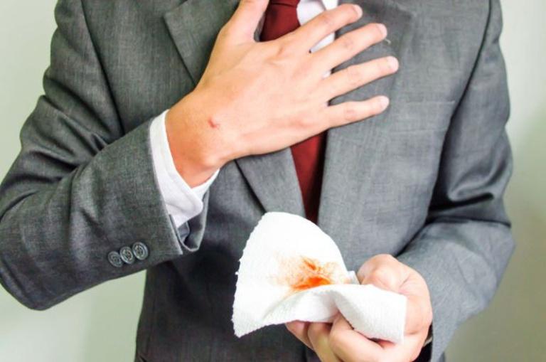 Nôn ra máu là triệu chứng dễ nhận biết nhất khi bị xuất huyết tiêu hóa