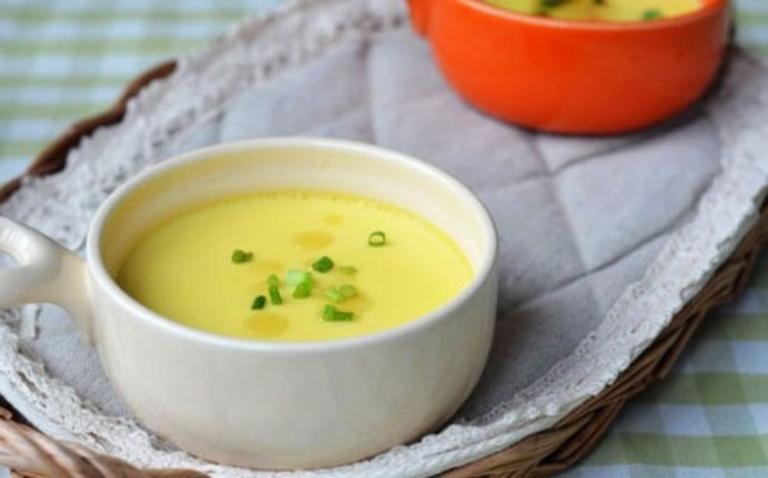 Trứng hấp nước củ sen là món ăn có tác dụng chữa viêm loét dạ dày