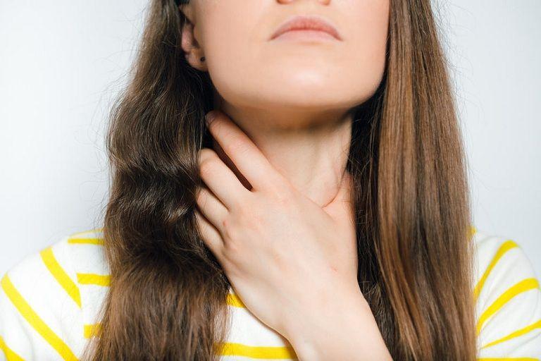 Viêm họng là một trong những tác nhân gây viêm nhiễm thành sau họng