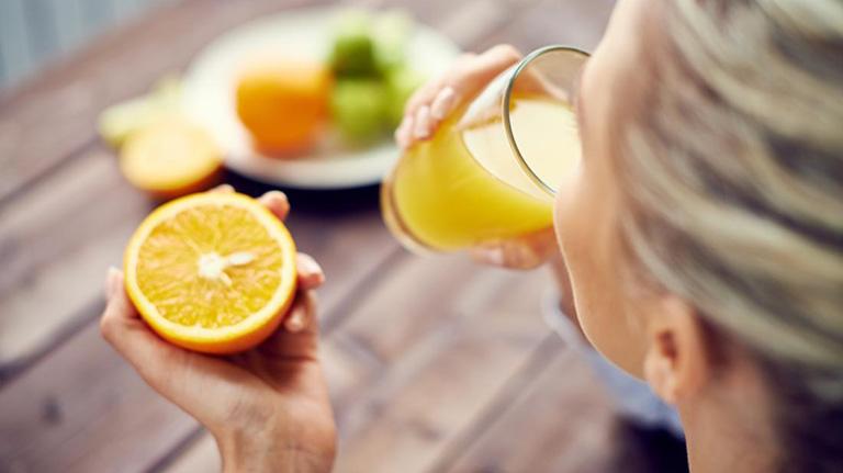 Viêm phế quản có nên uống nước cam không là thắc mắc của nhiều người
