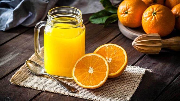 Nước cam tươi được uống ngay sau khi vắt được cho là tốt hơn nước cam đóng hộp