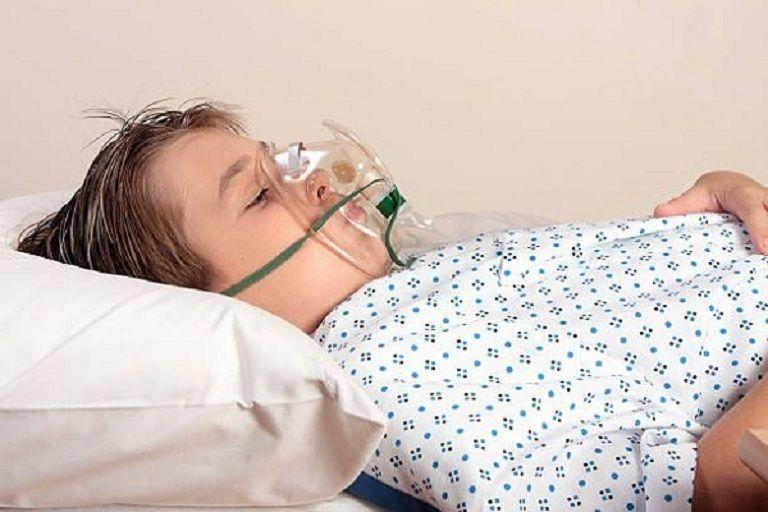 Suy hô hấp là một trong những biến chứng nguy hiểm do viêm phế quản gây ra