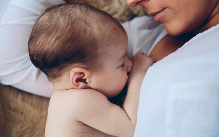 Cha mẹ không nên cho trẻ sơ sinh sử dụng thuốc tây vì có thể ảnh hưởng đến sự phát triển