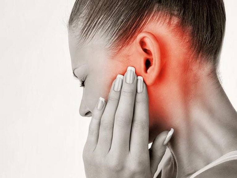 Đau nhức dữ dội vùng tai là biểu hiện của viêm tai ngoài