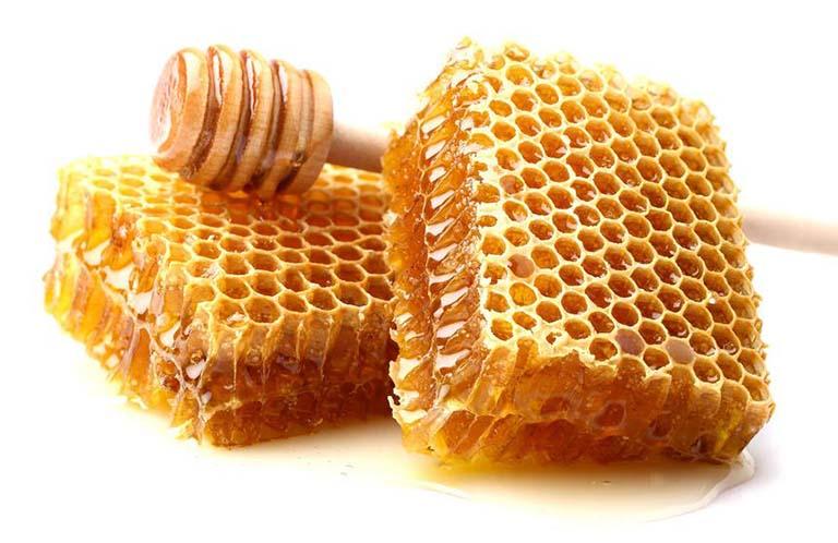 Người bệnh cần cẩn trọng khi điều trị bằng sáp ong để không làm da bị bỏng