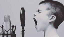 Lạm dụng giọng nói quá mức có thể khiến viêm thanh quản cấp tái phát nhiều lần