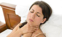Khản tiếng tố cáo bệnh viêm thanh quản mạn tính.