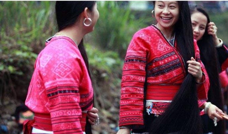 Nhiều người tốn hàng triệu đồng để mong có mái tóc dày, khỏe từ bà Hòe