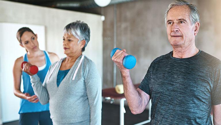 Đau khớp có nên tập thể dục