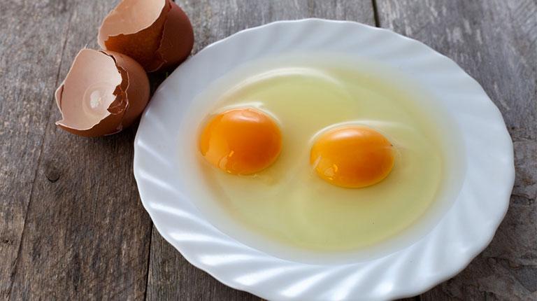 Bệnh gút có ăn được trứng vịt lộn không