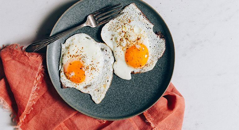 bệnh gút có được ăn trứng không
