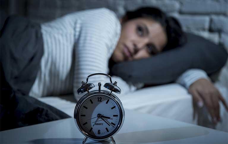 Mất ngủ là tình trạng xảy ra khá phổ biến hiện nay, đặc biệt là những người thường xuyên căng thẳng lo âu