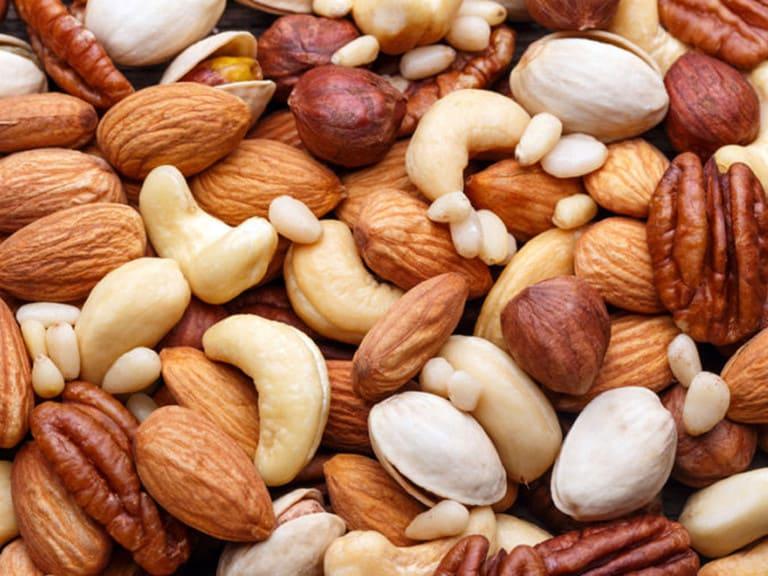 Các loại hạt cung cấp omega mà người bệnh cần