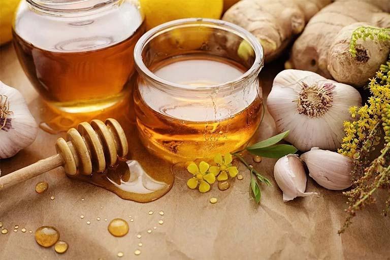 Dùng mật ong ngăn ngừa rụng tóc