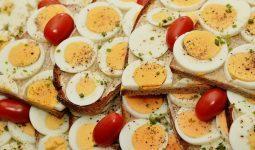 Bị zona có được ăn trứng không?