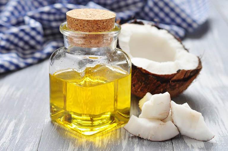 Dầu dừa có thể dùng để chữa á sừng bởi trong thành phần có chứa vitamin E, các loại acid béo chưa no