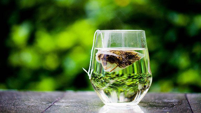 Cách trị rụng tóc tại nhà đơn giản nhất chính là chỉ cần uống vài tách trà mỗi ngày