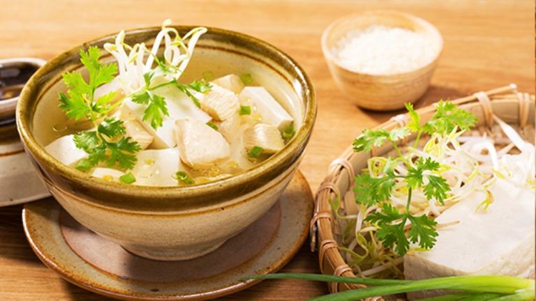 Canh giá đỗ nấu đậu phụ là món ăn tốt cho sức khỏe sinh lý nam