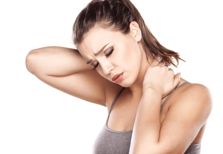 Đau mỏi vai gáy khiến người bệnh cảm thấy rất khó chịu, không tập trung được vào công việc