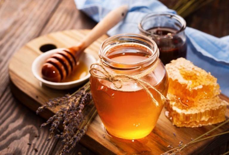 Dùng mật ong cải thiện tình trạng yếu sinh lý ở nam giới